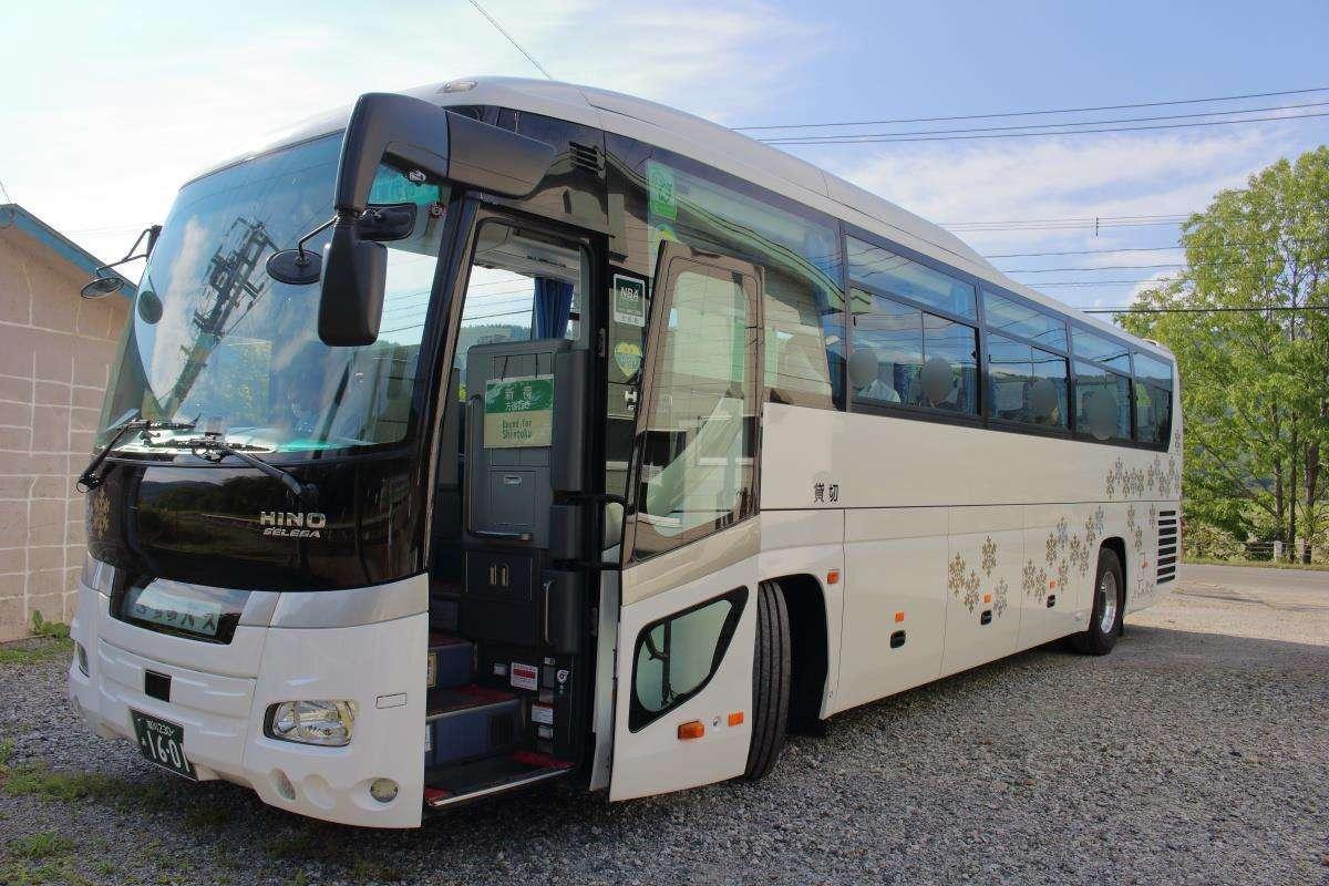 観光タイプの代行バスは冷房完備で乗り心地も抜群!