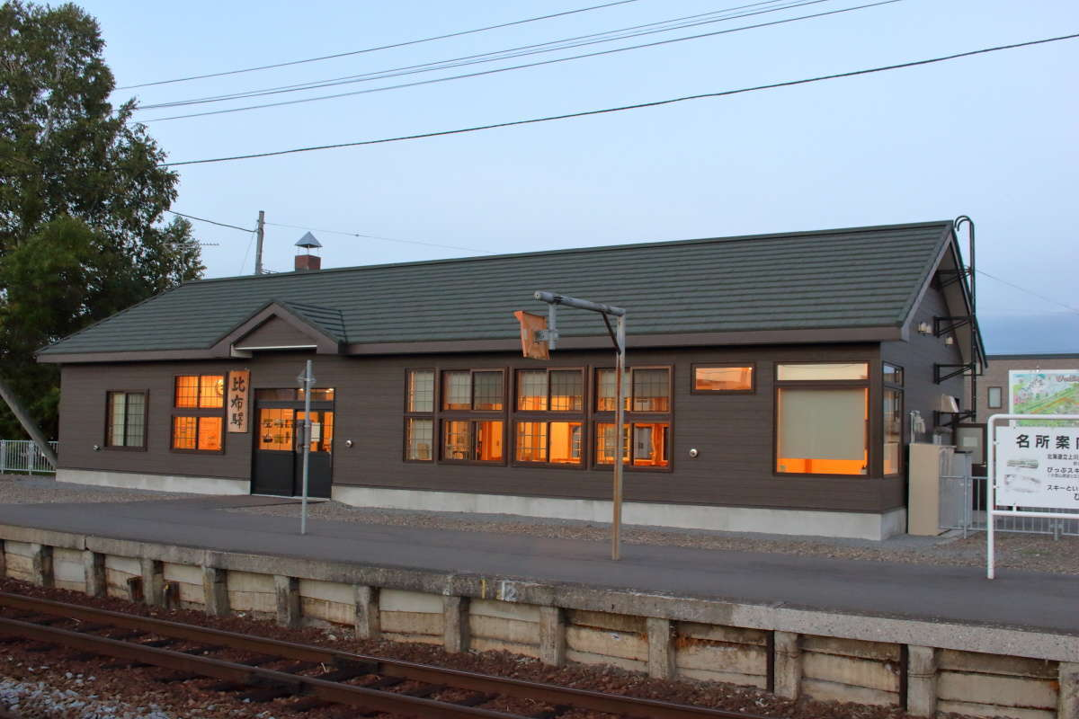 比布駅は無人駅ですが駅舎カフェ「ピピカフェ比布駅」が営業中