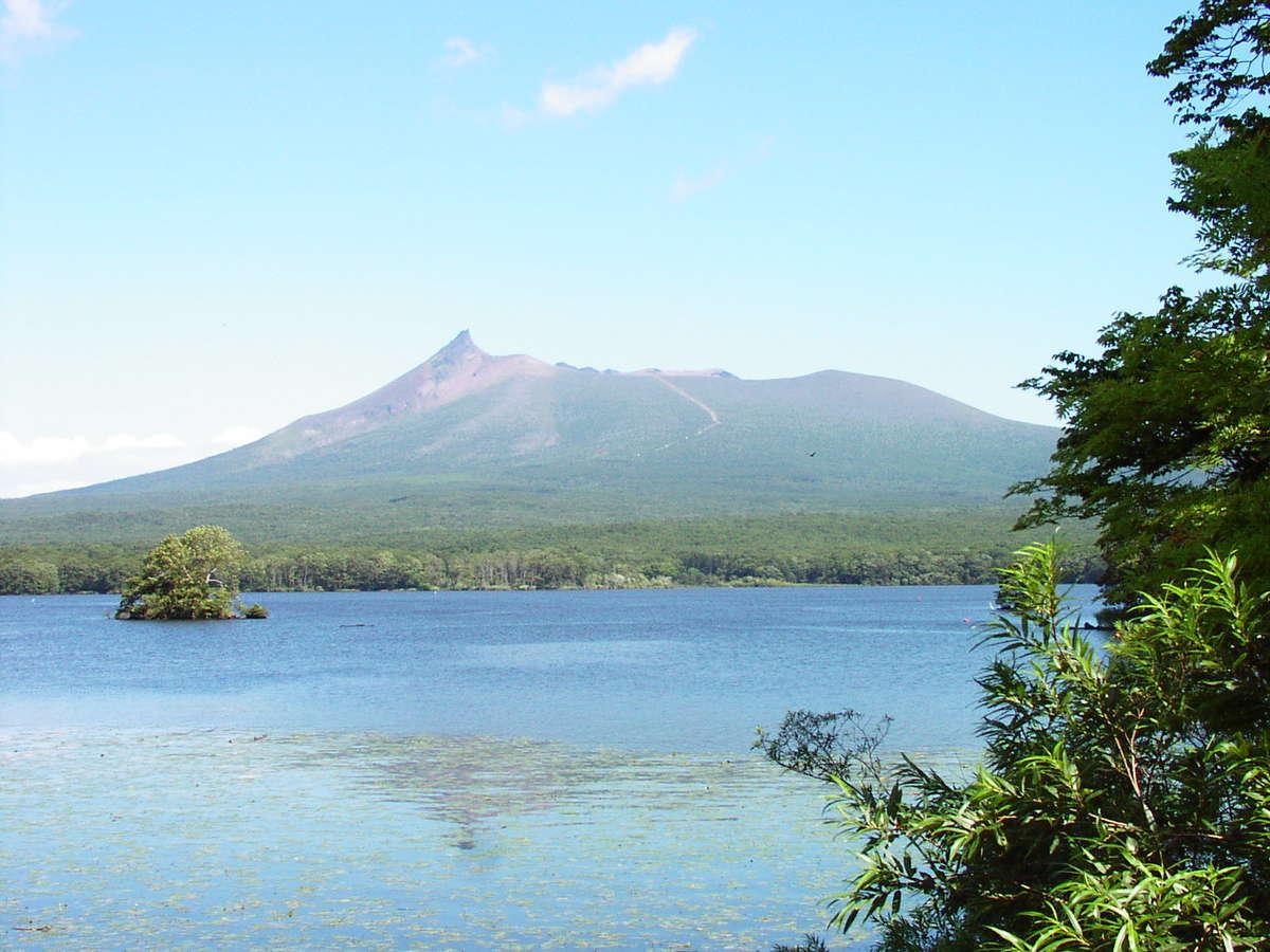 大沼越しに眺める駒ヶ岳(2004年撮影)