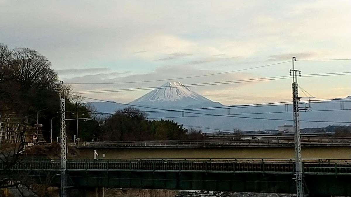 小淵沢→甲府間のD席側車窓からは富士山を眺めることができます