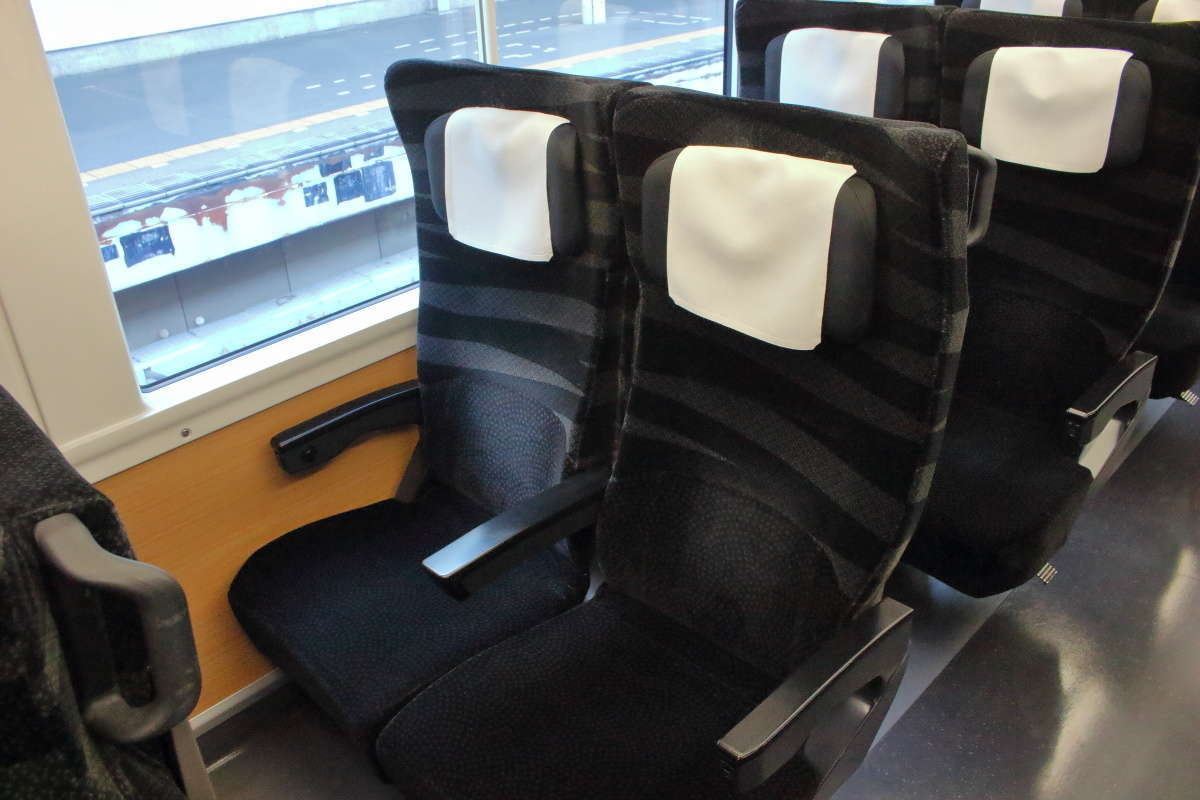 特急「ひたち」「ときわ」(E657系)の普通車のリクライニングシート