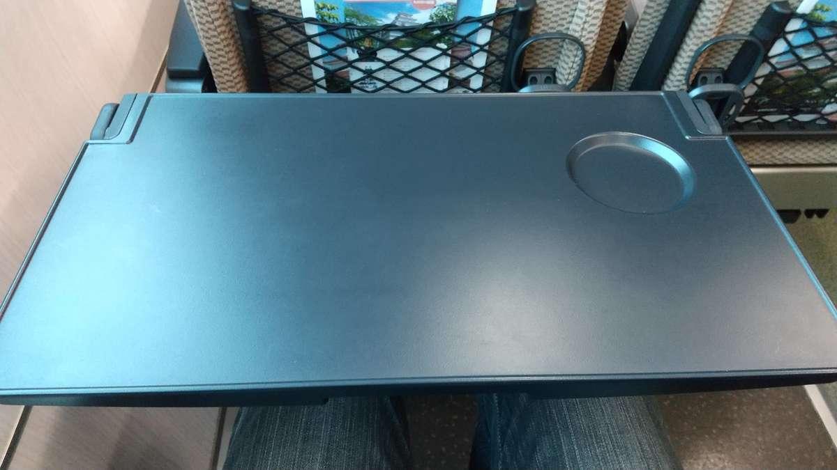 快速「あいづ」リクライニングシートの背面テーブル