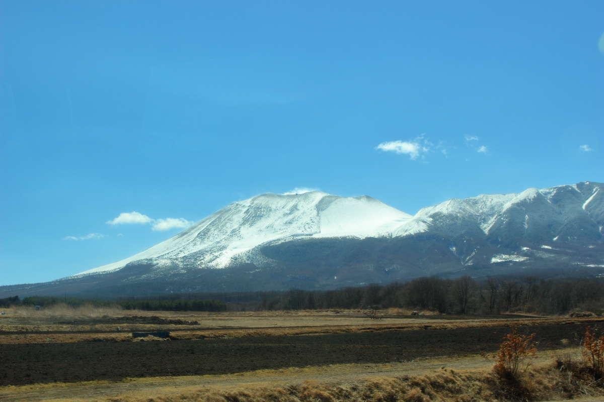 上田草津線が通る「つまごいパノラマライン」からは浅間山や丘陵地帯を一望!