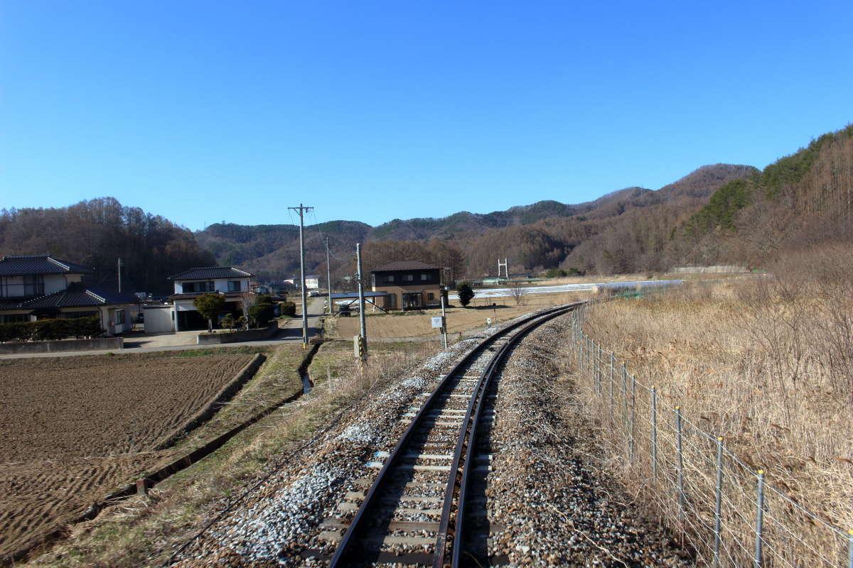 野辺山駅を出るとどんどんと標高を下げていきます