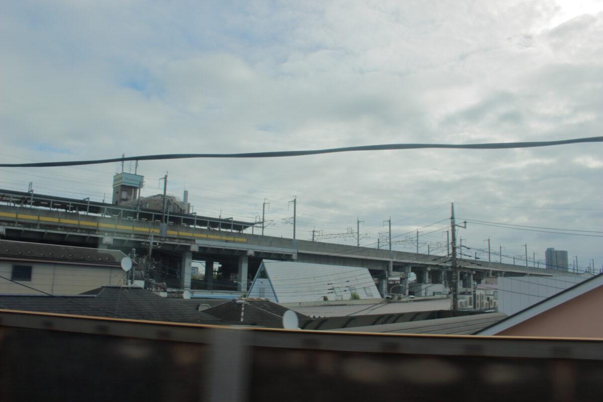 東北貨物線と武蔵野線を結ぶ渡り線からの車窓