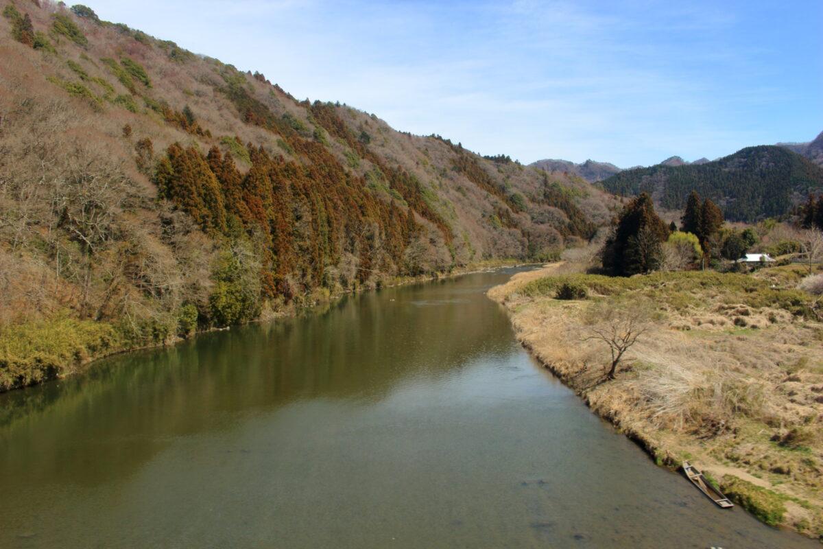 久慈川を望む水郡線の車窓