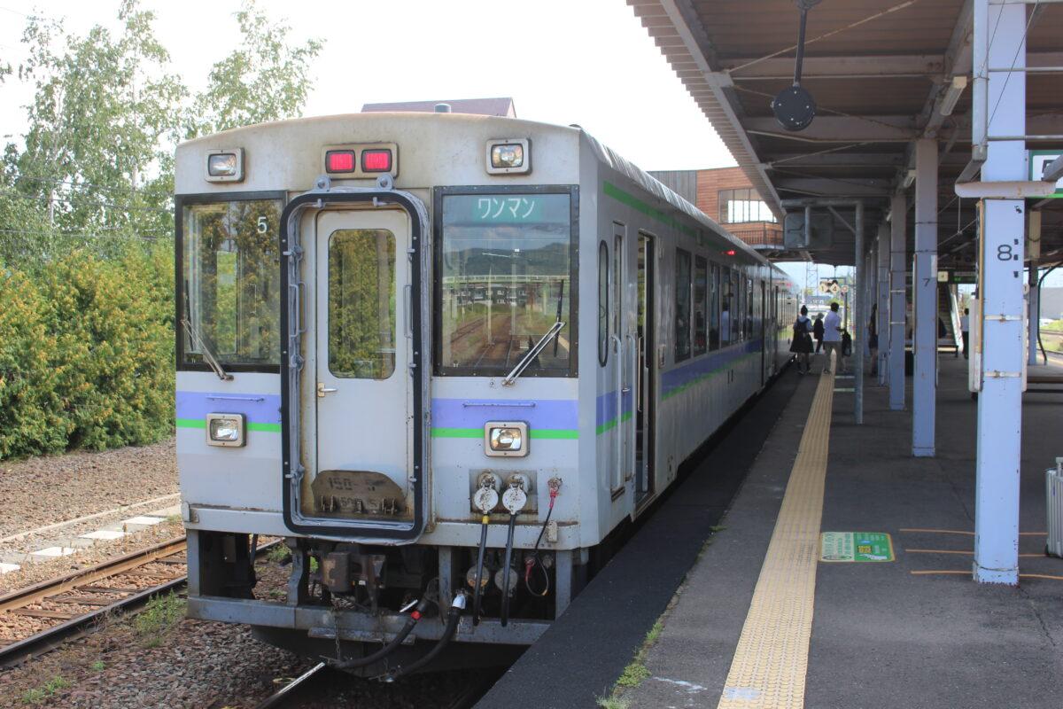 富良野駅に到着した富良野線の列車