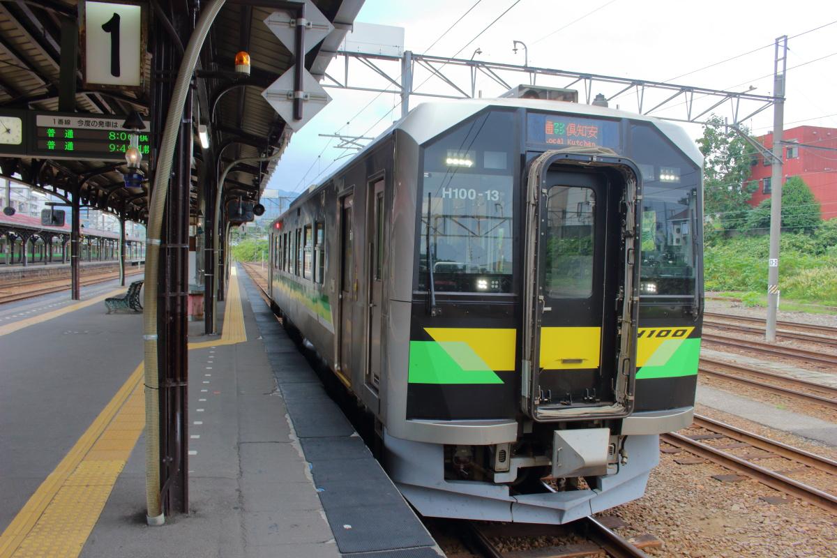 小樽駅で発車を待つ函館本線の気動車
