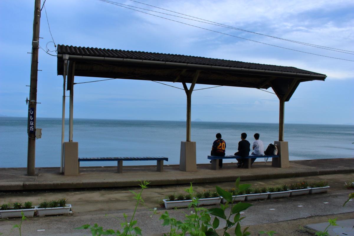 瀬戸内海の絶景を眺められる下灘駅