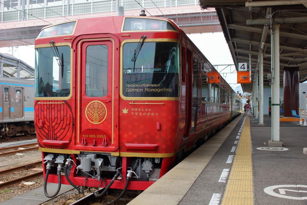 JR四国の観光列車「四国まんなか千年ものがたり」