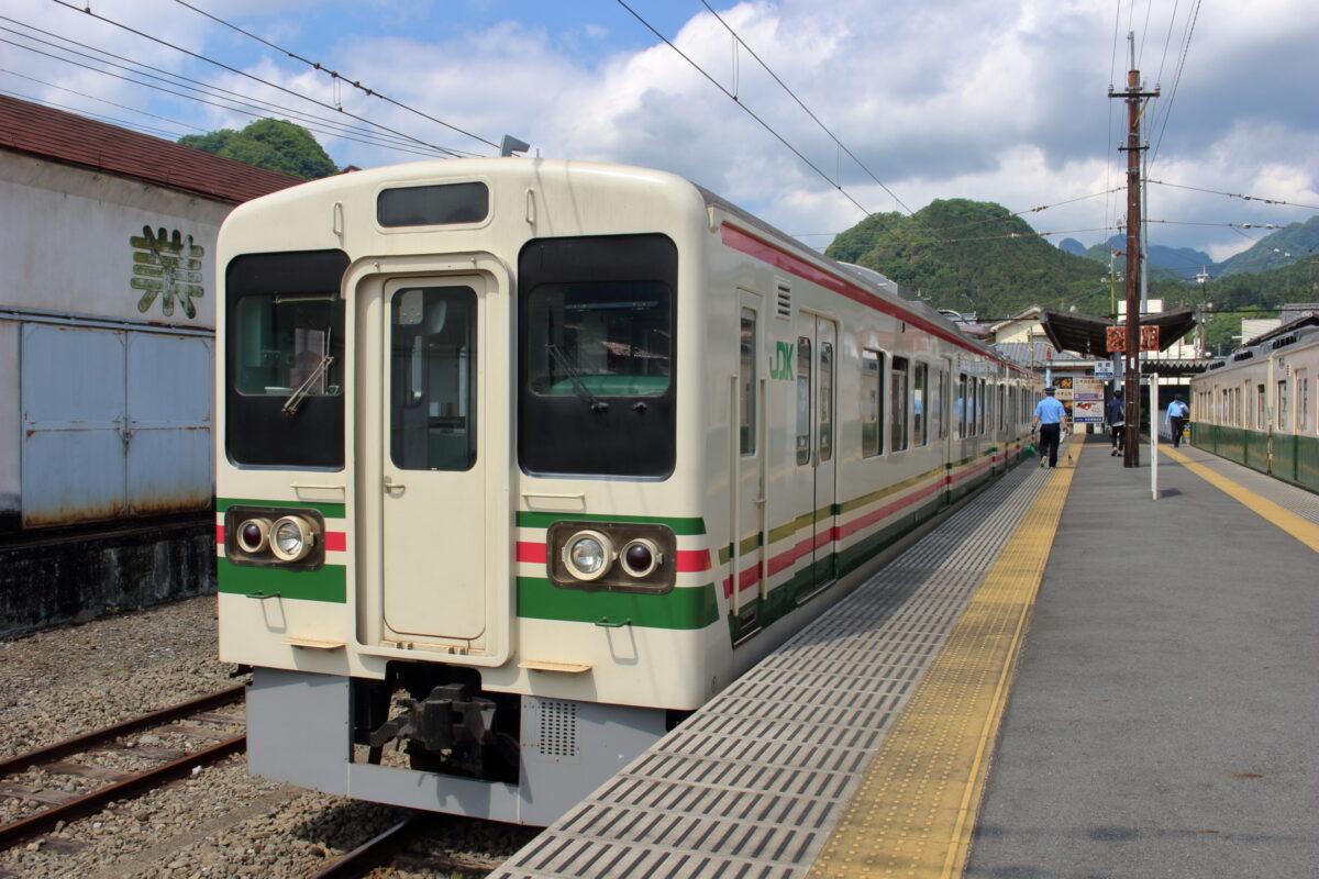 下仁田駅に停車していたJR時代の塗装のままの700形