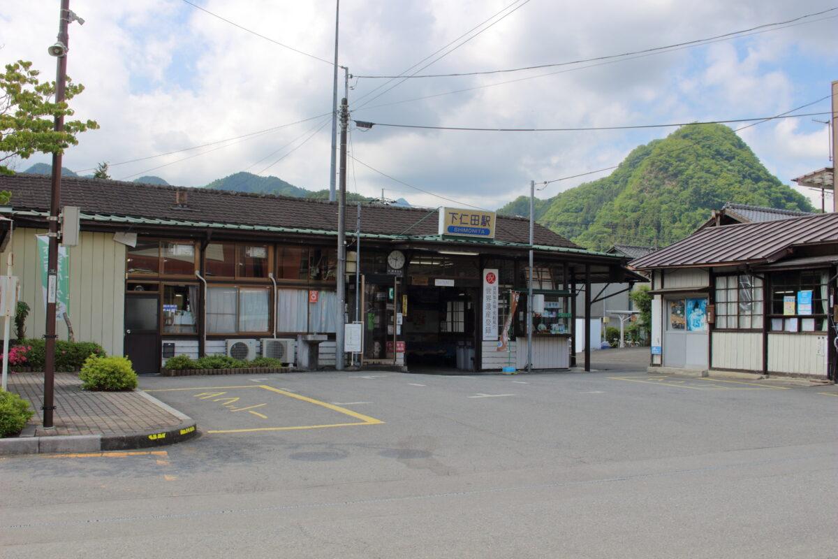 下仁田駅の味のある駅舎