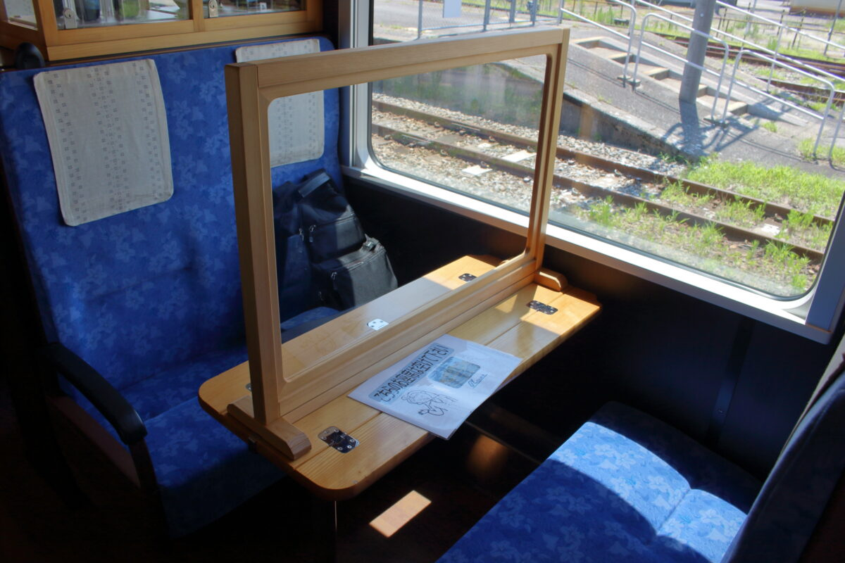 のと里山里海号の4人掛けのボックス席