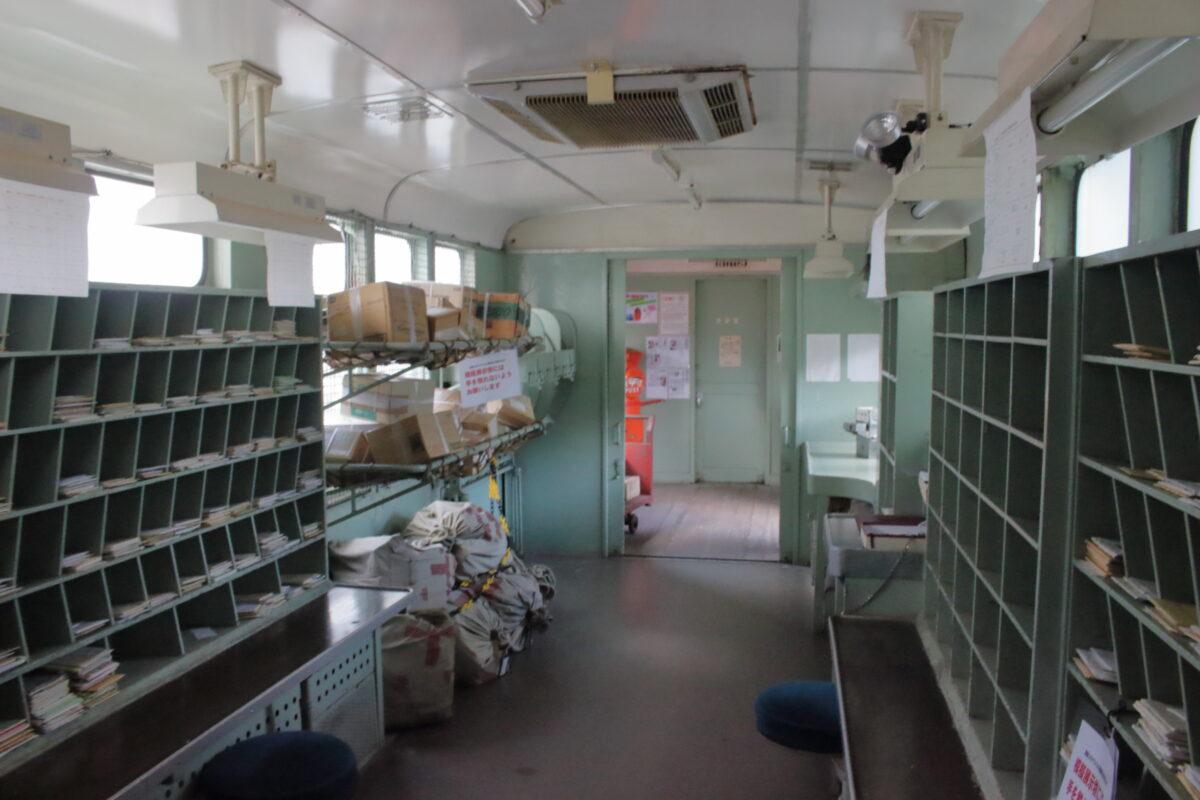 郵便車「オユ10形」の内部