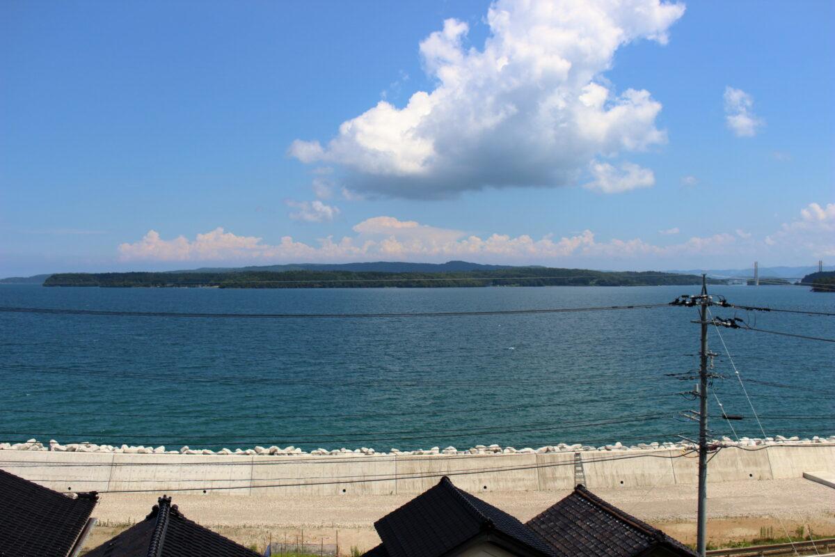 「のと里山里海号」2つめのニュースポット、七尾湾と能登島の風景