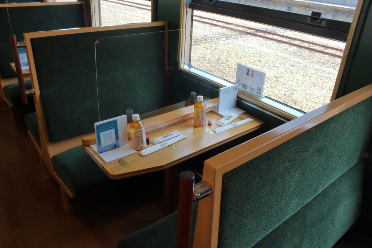 「べるもんた」の4人掛けボックスシート
