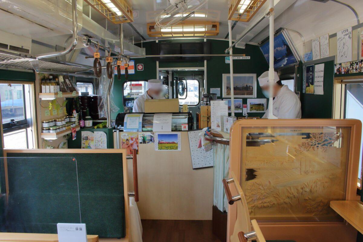 「べるもんた」車端部の調理スペース