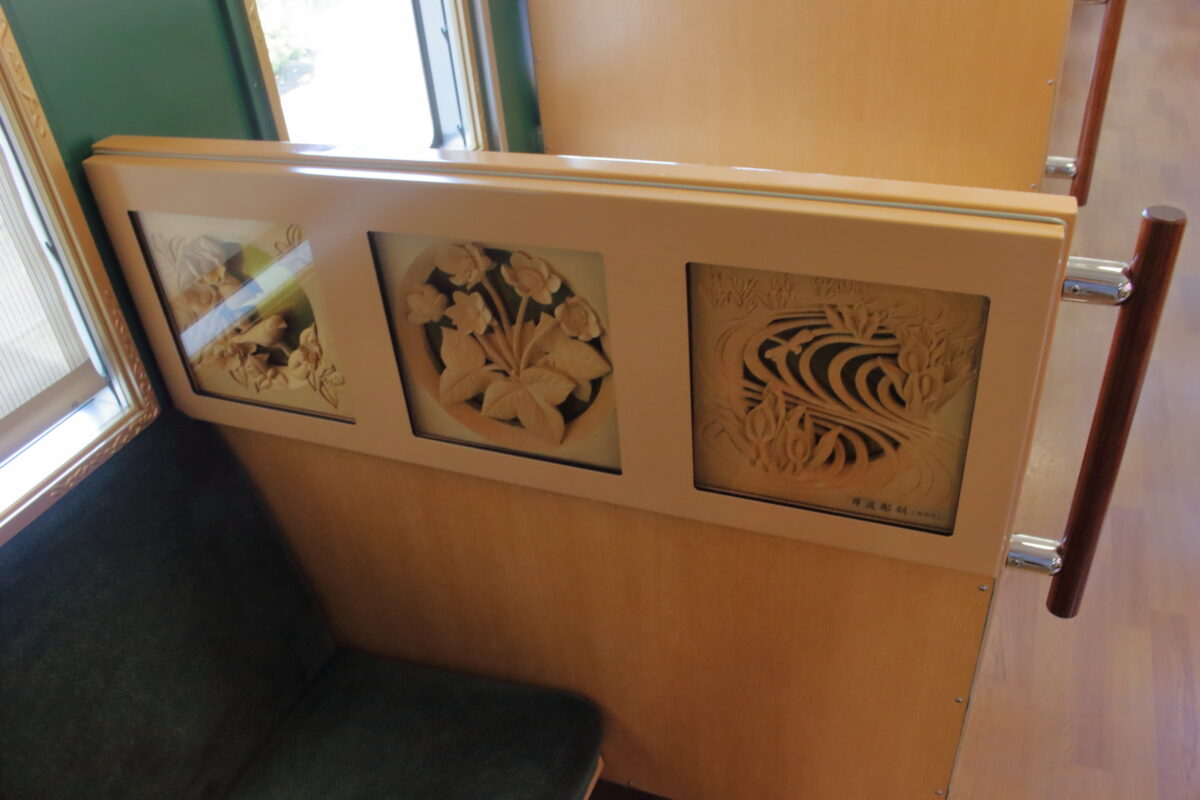南砺市の伝統工芸品「井波彫刻」の作品