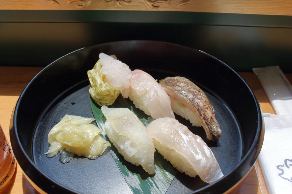「べるもんた52号」車内で提供される「ぷち富山湾鮨セット」